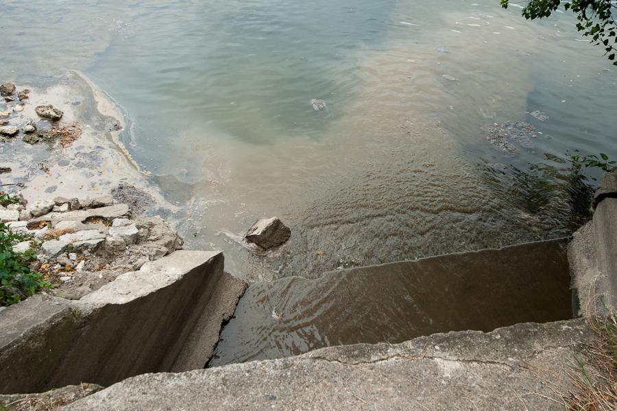 Les eaux usées sont rejetées en Loire (quai madeleine)
